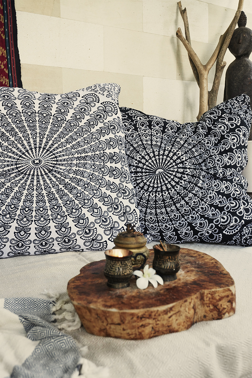 Reversible Pillowcover black/white by WOODYBUNCH