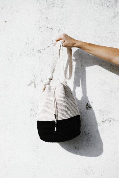 Crochet Bucket Bag color block black/white by MARYSAL