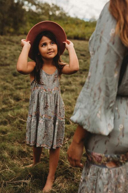 Grounded Children dress eucalyptus von CHASING RIVERS
